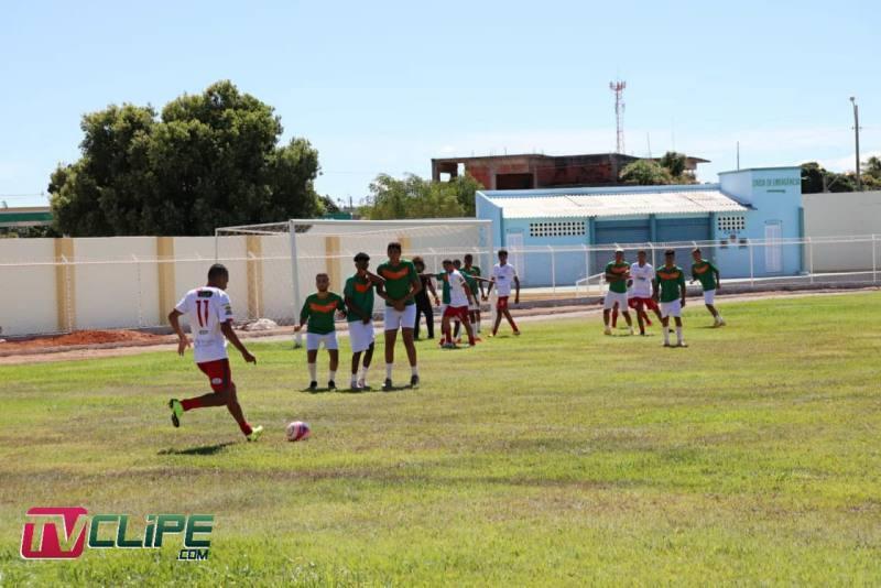 Igor marca dois e Portuguesa de Mandacaru conquista vantagem na semifinal do Guanambiense Sub-20